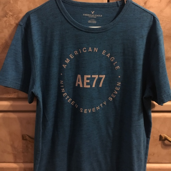 Plain Top // Tee Shirt American Eagle Outfitters Graphic Black Gray Small